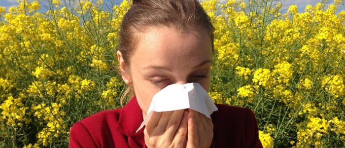 vrouw met allergie